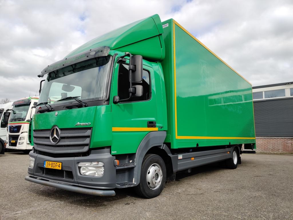 Mercedes-Benz ATEGO 1018 4x2 Dagcabine Euro 6 - 7.20m  bak- Dhollandia 1500kg - Zijdeur 10/2020APK