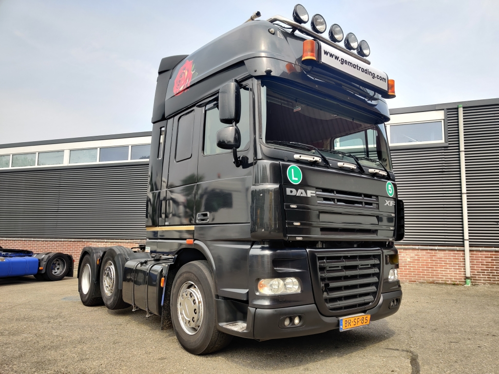 DAF XF105-510 6x2/4 SuperSpaceCab Euro5 - Retarder - Special interior - Analogue Tacho