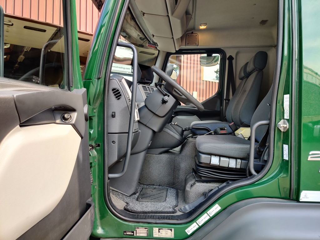 Volvo FL240 4x2 EEV/Euro5 -12TON- Hertoghs opbouw 6.4m - Hardhoutenvloer - Weegsysteem - 2000kg laadklep - 05/2021 APK