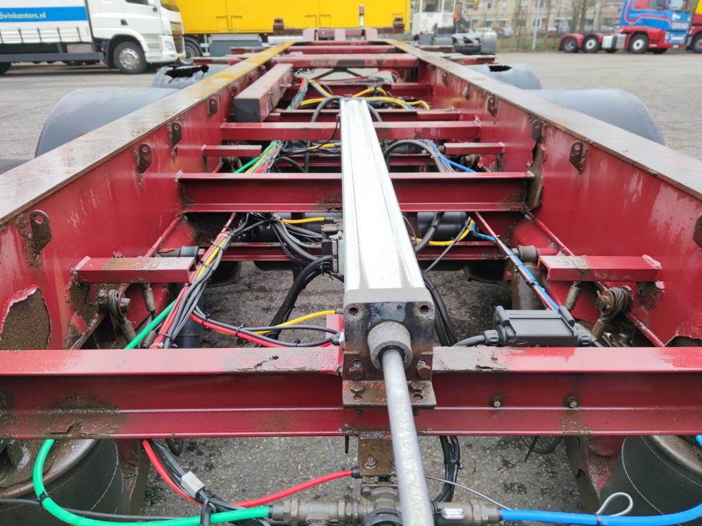 Renders ROC 12.27 CCE 3-Axle SAF - Lift axle - Drum Brakes - 20ft 30ft 40ft