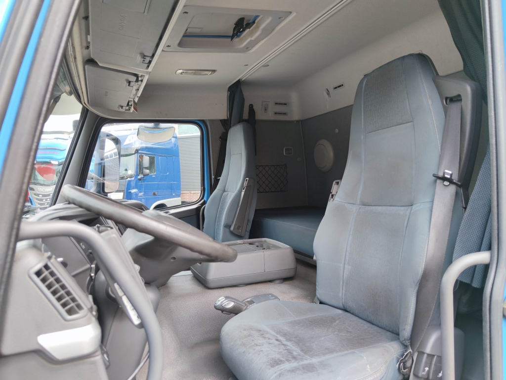 Volvo FM 330 Sleepercab 4x2 EEV - 156.000KM original!