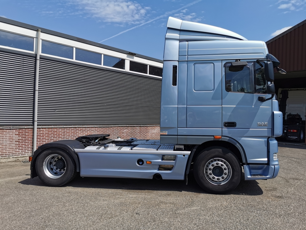 DAF FT XF105-460 4x2 SpaceCab ATe - Double FuelTanks - Side Skirts - 09/2020 APK