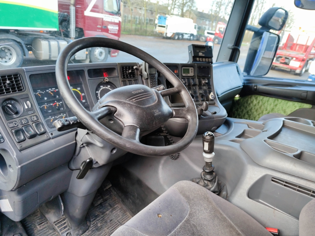 Scania P114-340 4x2 CP19 Euro3 - Koel/vriesbak - Carrier Supra 550 - Zepro klep 1500 kg -  12/2021 APK