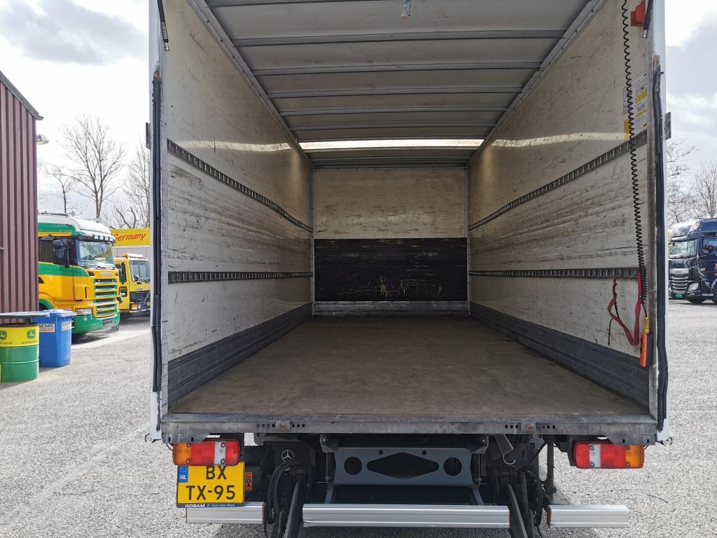 Mercedes-Benz ATEGO 816L 4x2 Euro5 - PlywoodBak 6.00M - Dhollandia 1000kg - 3 zitplaatsen