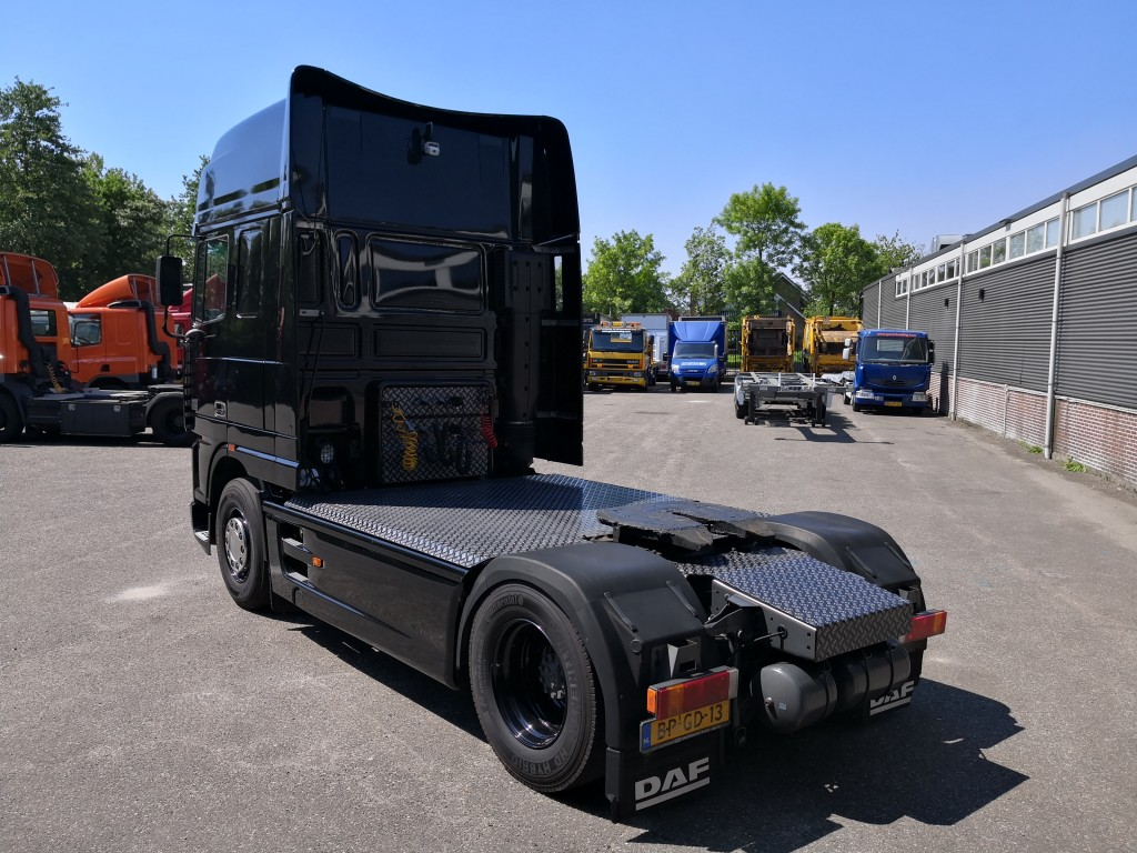 DAF XF95-430 4x2 SuperSpaceCab Euro2 507.000km! Origineel! Zwart Metallic! UNIEK